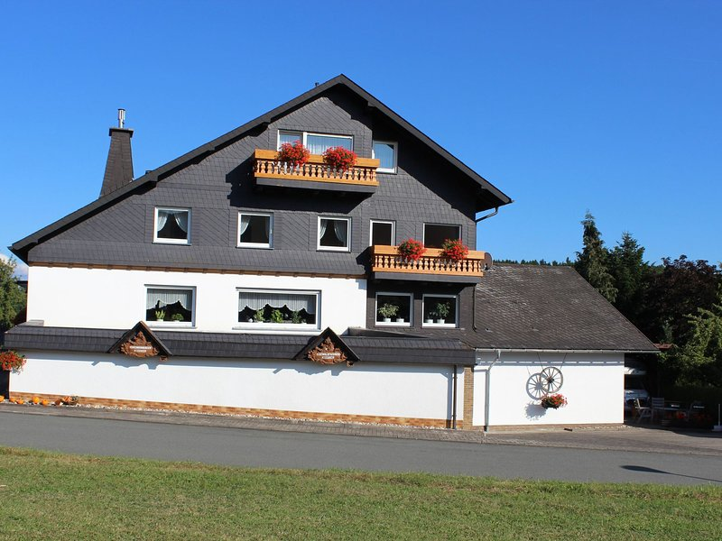 Small, idyllic apartment in the Rothaargebirge Nature Park, holiday rental in Medelon