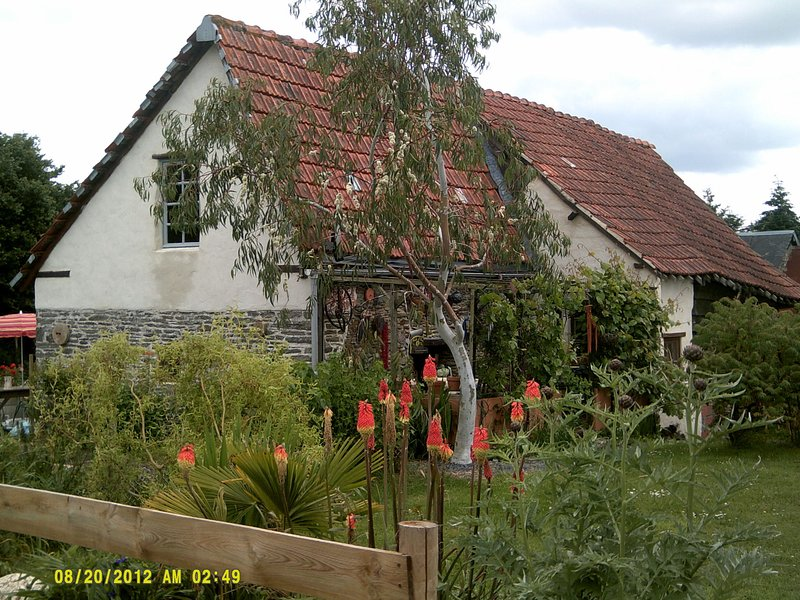 Homely, pleasant gîte surrounded by serenity, nature, and antiques., vacation rental in Cerisy-la-Foret