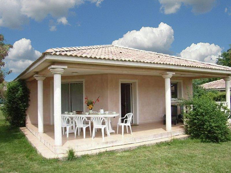 Cozy Holiday Home in Moriani-Plage in Swimming Pool, alquiler de vacaciones en Santa Lucia di Moriani