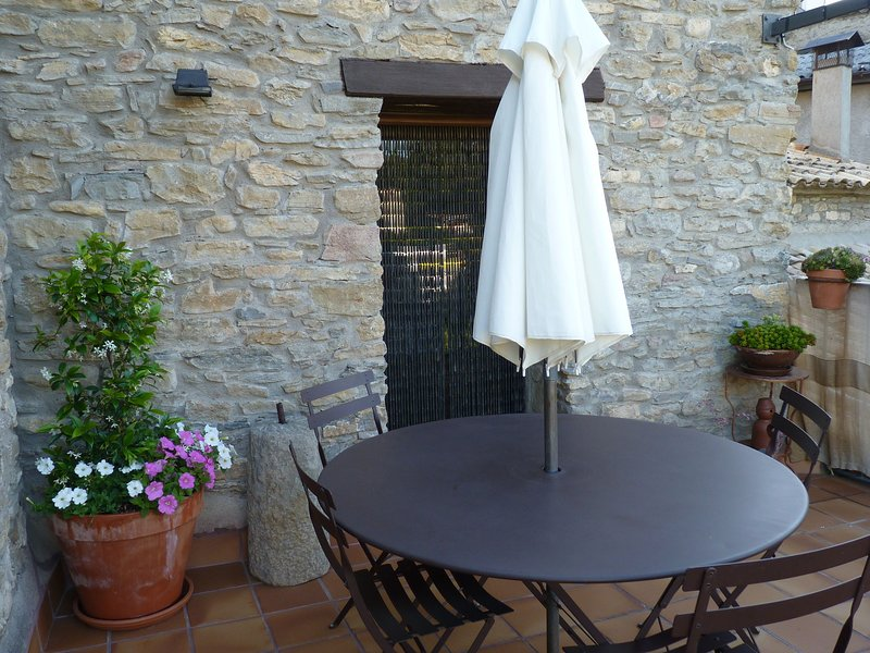 Idyllic country house in the foothills of the Pyrenees, holiday rental in Peralta de la Sal