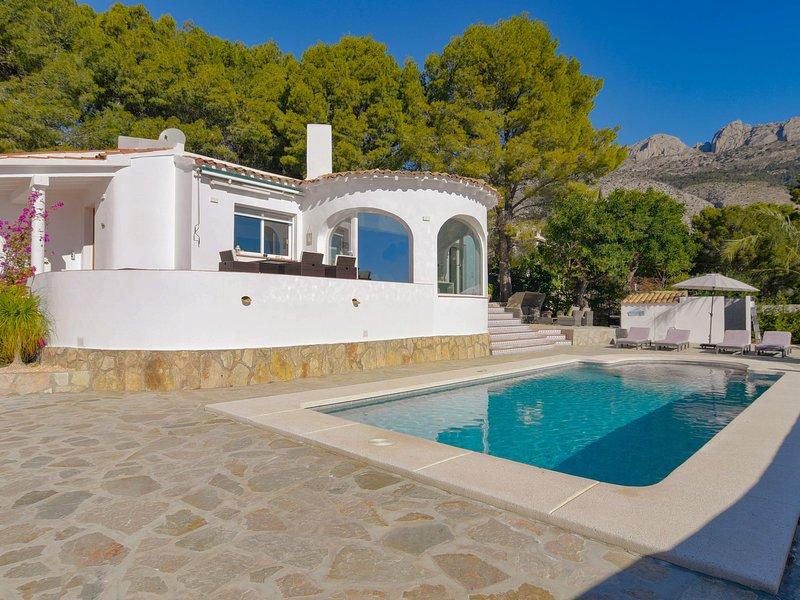 Splendid Villa in Altea with Private Swimming Pool, holiday rental in Tarbena