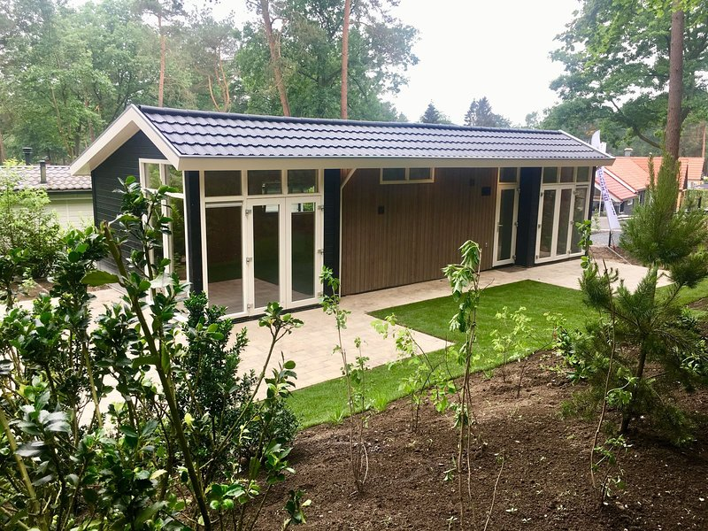 Modern chalet with a dishwasher, located in nature, holiday rental in Otterlo