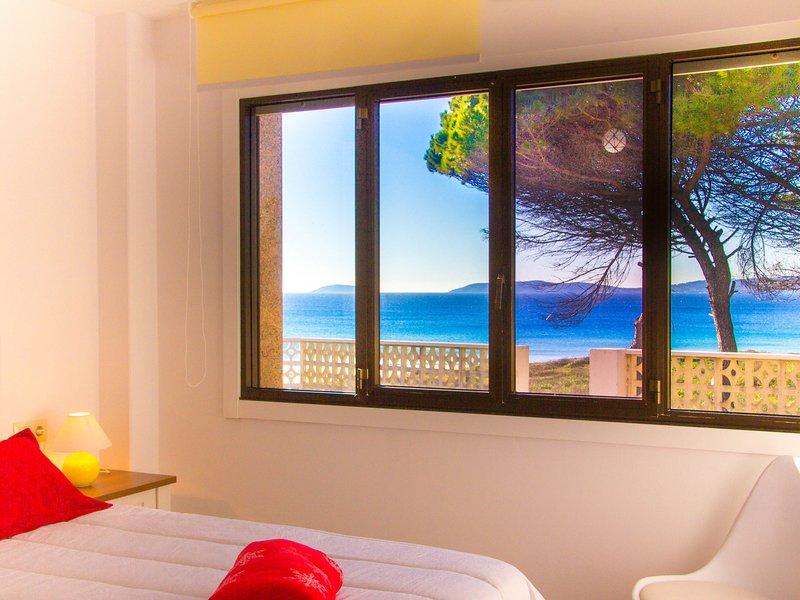 Comfortable Apartment in Sanxenxo with Terrace, holiday rental in Portonovo