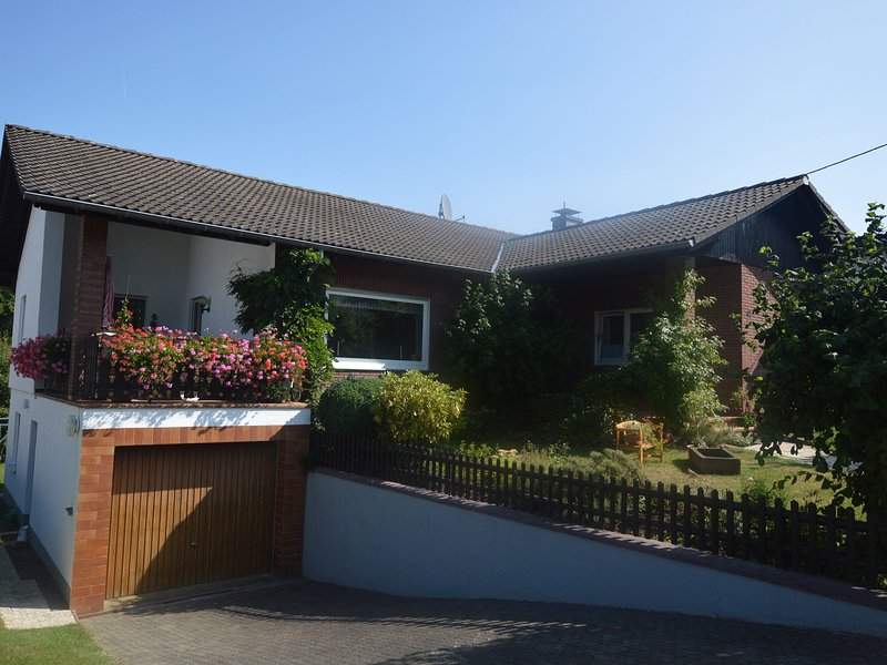 Cozy Holiday Home in Boverath with Private Garden, holiday rental in Tettscheid