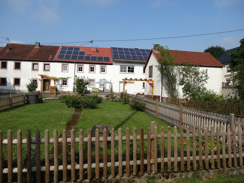 Nice modern holiday home in the beautiful Vulcanic Eifel, location de vacances à Manderscheid