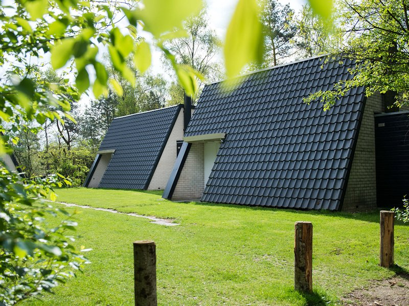 Detached bungalow with WiFi, located at Park De Veluwe, holiday rental in Otterlo