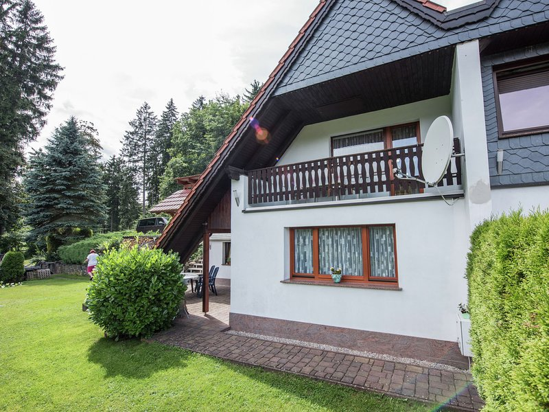 CharmingApartment in Finsterbergen Thuringia with Garden, holiday rental in Georgenthal