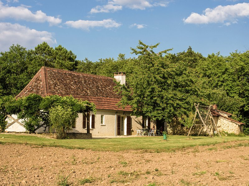 Luxurious Holiday Home in Cendrieux with Garden House, location de vacances à Cendrieux