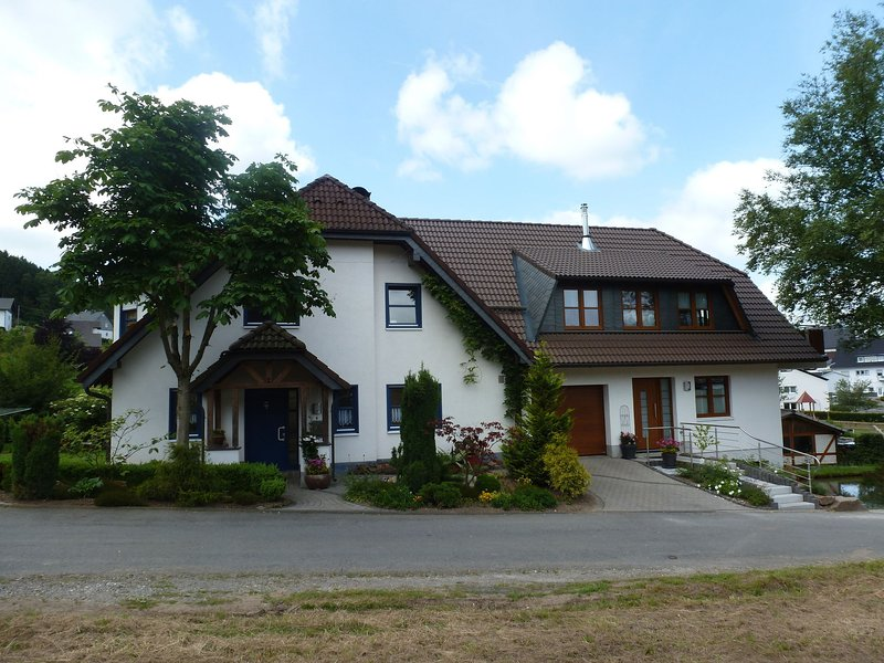Cozy Apartment in Brachthausen Sauerland with private garden – semesterbostad i Attendorn