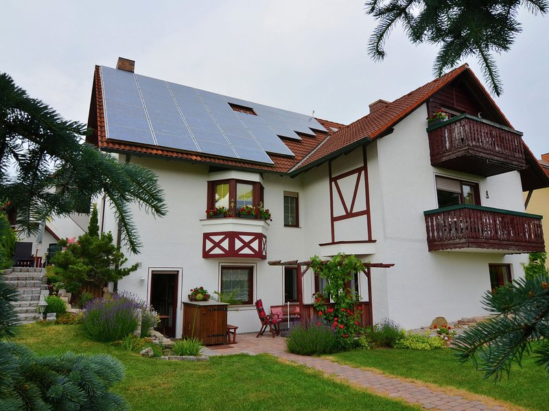 Cosy yet modern apartment in Zeil am Main with garden and southern exposure, vacation rental in Burgpreppach