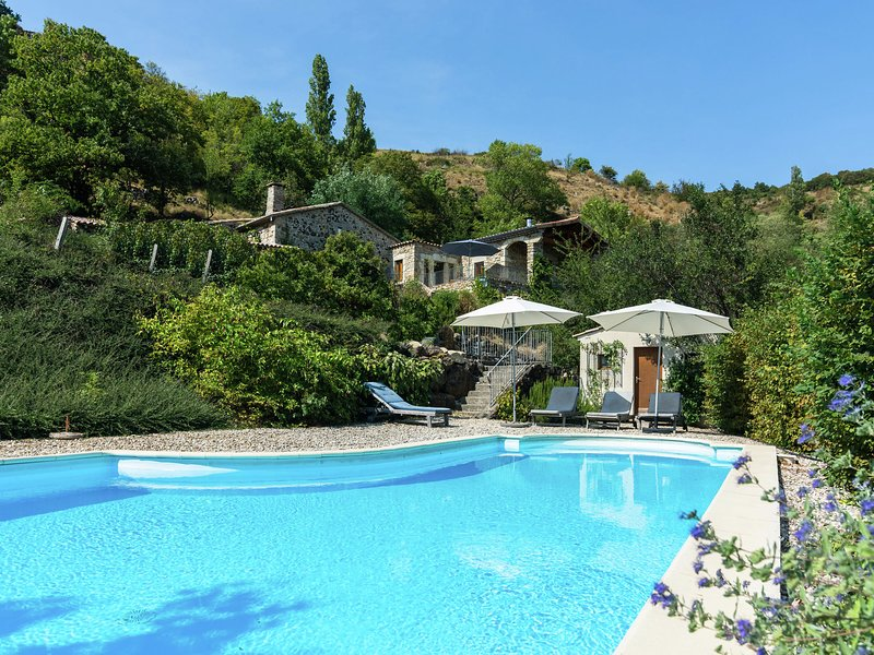 Hillside Villa in Pourchères with Swimming Pool, holiday rental in Pranles