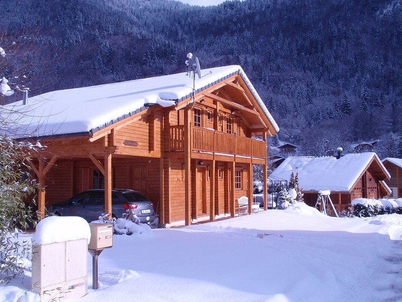 A spacious, tastefully furnished chalet with sauna in a traditional French villa, alquiler de vacaciones en Saint Jean d'Aulps