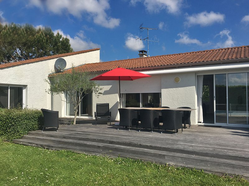 Modern Villa with Private Pool in Poitou the Charente, location de vacances à Saint Sauvant