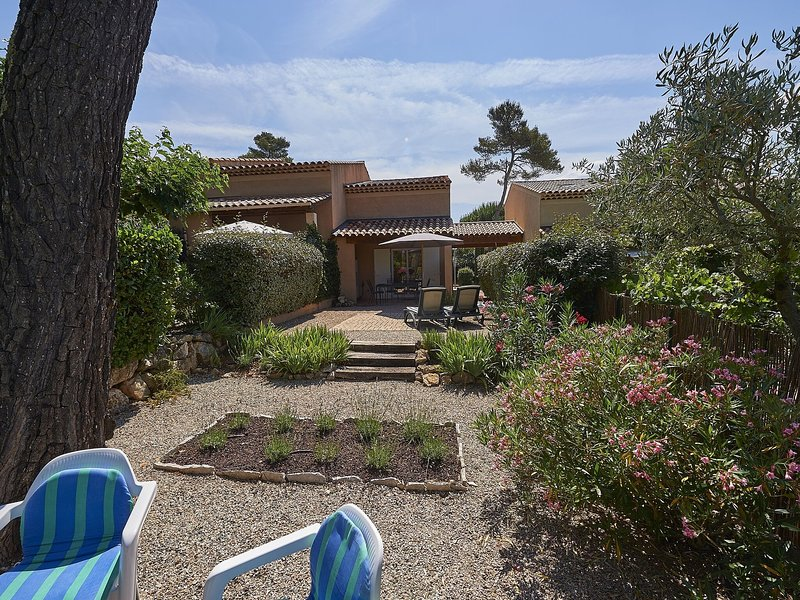 Provencal bastide with a dishwasher, in a green area, holiday rental in Var