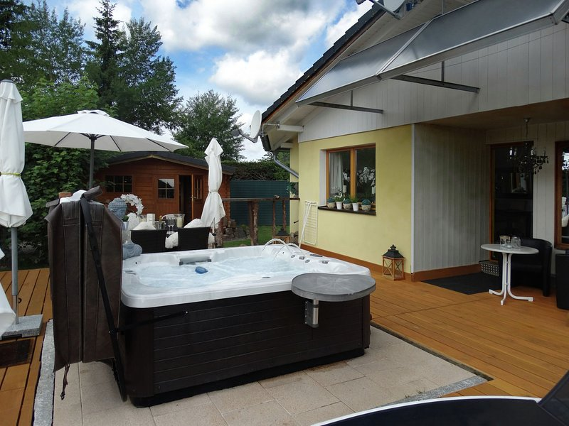 Cozy Holiday home in Lenzkirch with Whirlpool, casa vacanza a Saig