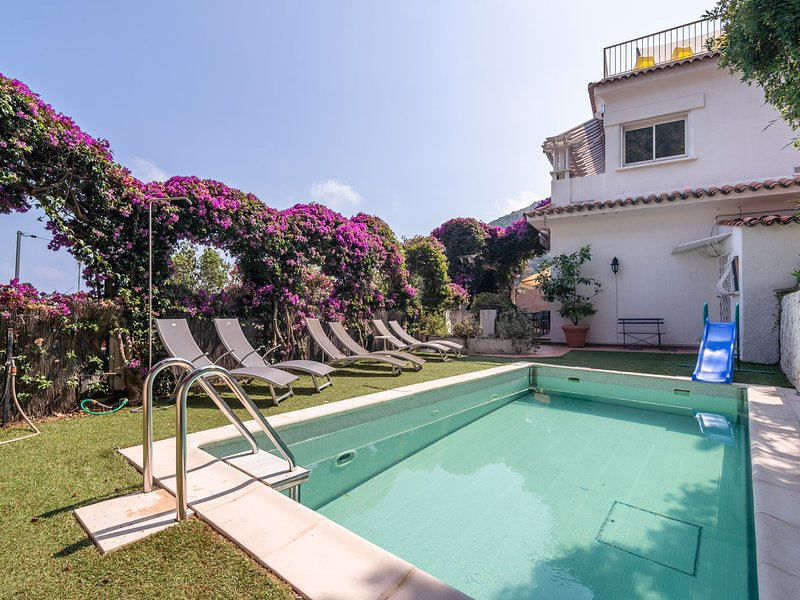 Semi-detached villa with private pool and sublime views, 400 meters from the sea, vacation rental in Èze
