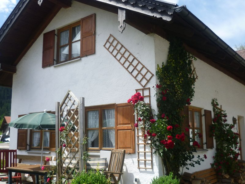 Holiday residence with three bedrooms in the midst of the Ammergauer alps., location de vacances à Ettal