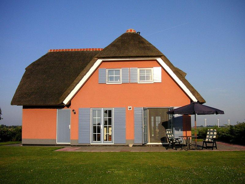 Boutique Villa with Sauna in Stavoren, holiday rental in Warns