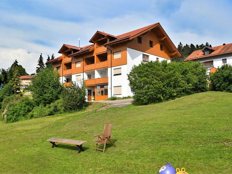 Holiday home with panoramic view and every convenience - spa, indoor pool, ..., aluguéis de temporada em Fuersteneck
