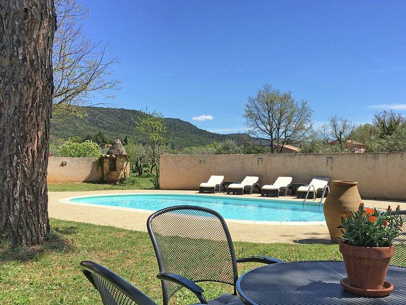 Very attractive detached villa with its own swimming pool, aluguéis de temporada em Aups