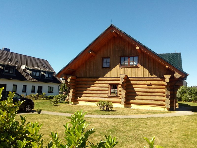 Quaint Attic Apartment in Börgerende with Terrace, holiday rental in Huetten