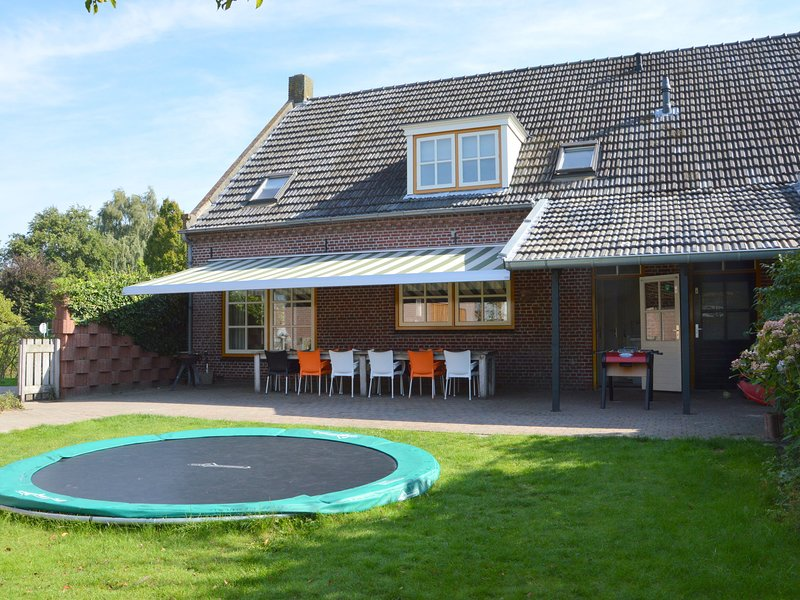 Modern Holiday Home in Diessen with Forest Nearby, vacation rental in Moergestel