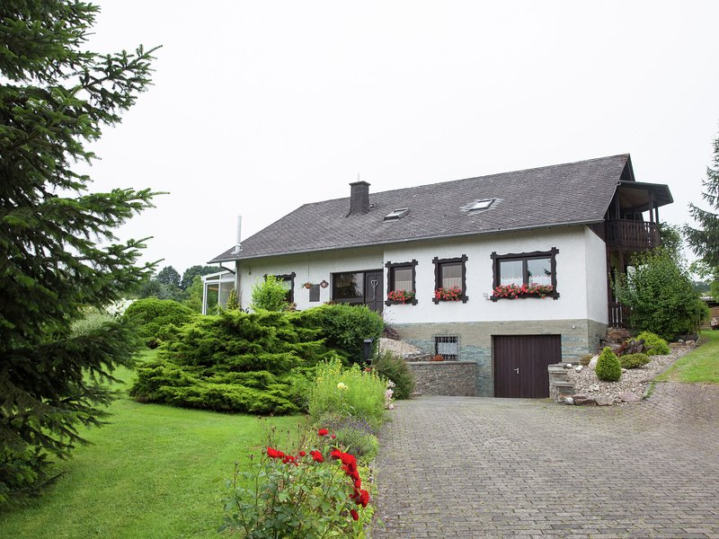 Idyllically located holiday home between the Moselle and the Eifel., location de vacances à Urzig