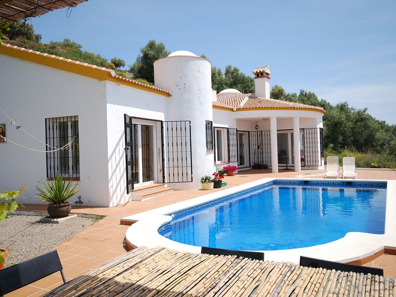 Secluded Villa in Arenas with Private Pool, location de vacances à Loma las Chozas