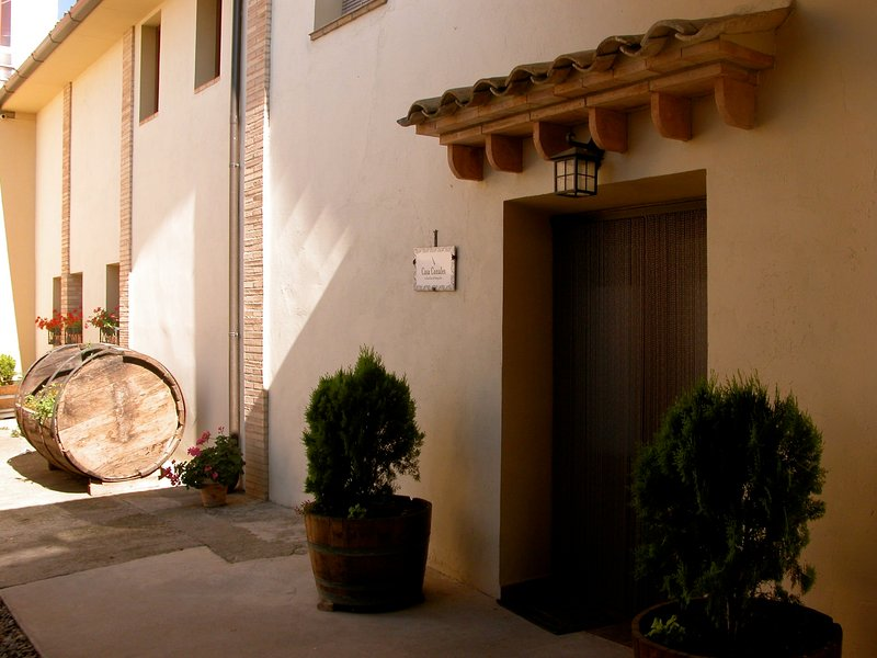 Pretty rural detached house, located on a private estate with wine cellar, holiday rental in La Puebla de Castro