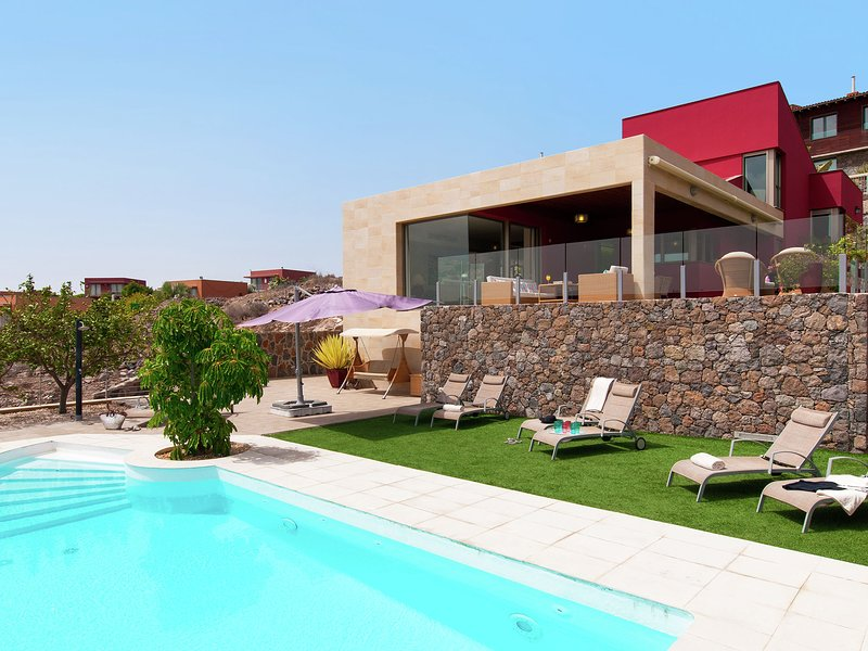 Luxurious Villa in Canary Islands with Swimming Pool, holiday rental in El Salobre