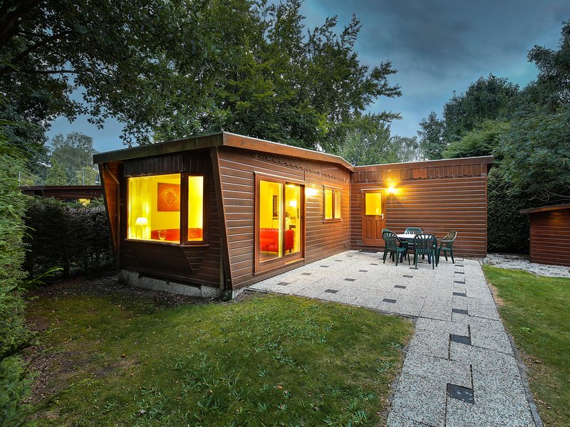 Cosy, wooden chalet with lots of privacy close to nature, holiday rental in Harderwijk