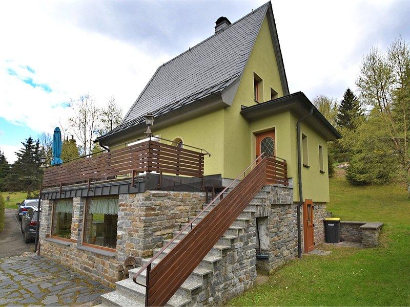 Cosy holiday home with sauna, terrace and garden in the Ore Mountains, aluguéis de temporada em Stuetzengruen