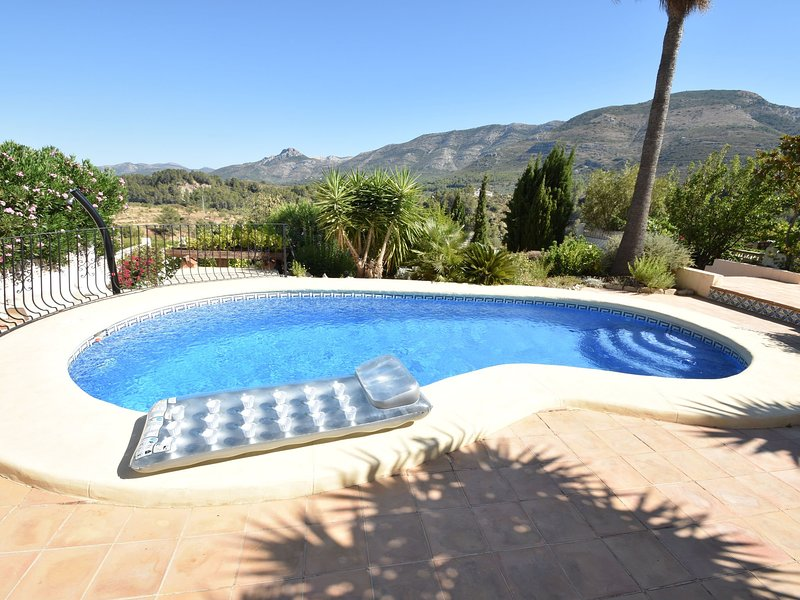 4-person villa in top location in the mountains, with spectacular view & serenit, vacation rental in Sagra