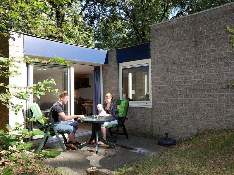 Ground floor bungalow with microwave near the Kootwijkerzand, vacation rental in Kootwijk