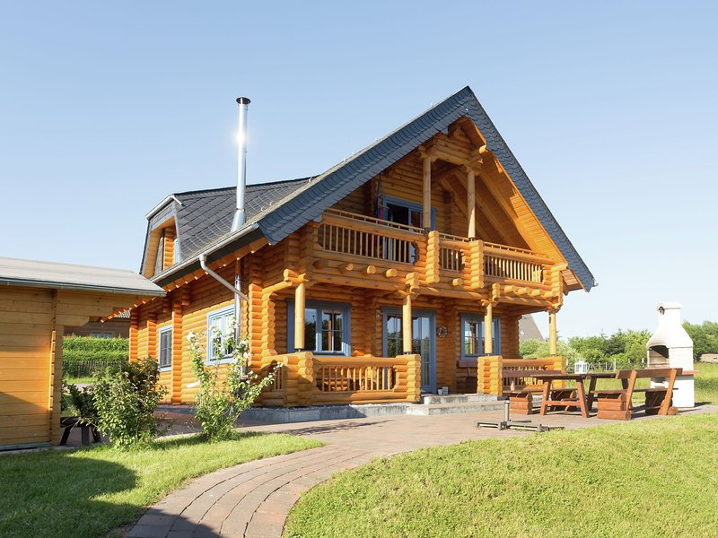Unique wooden holiday home in the beautiful Sauerland with garden, terrace, saun, holiday rental in Medelon