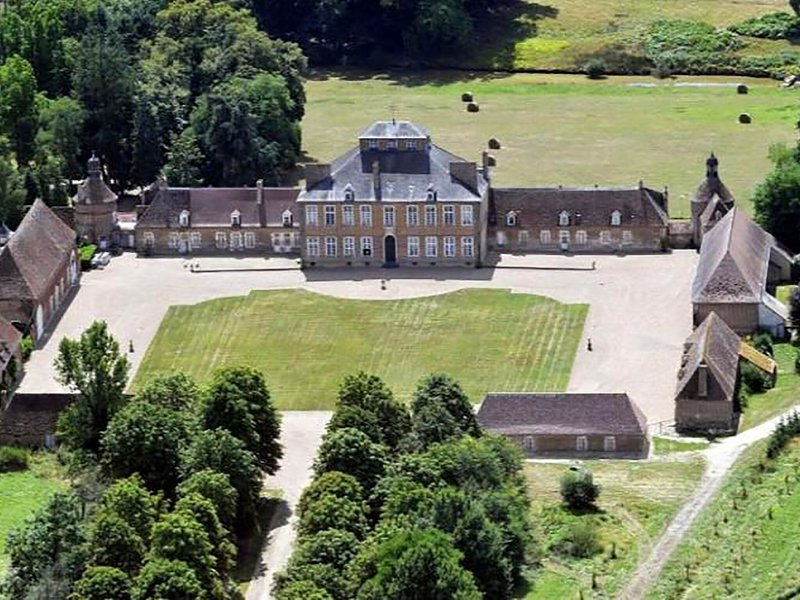 Dependance of a 16th century castle listed as an historical monument!, vakantiewoning in Magny-Cours