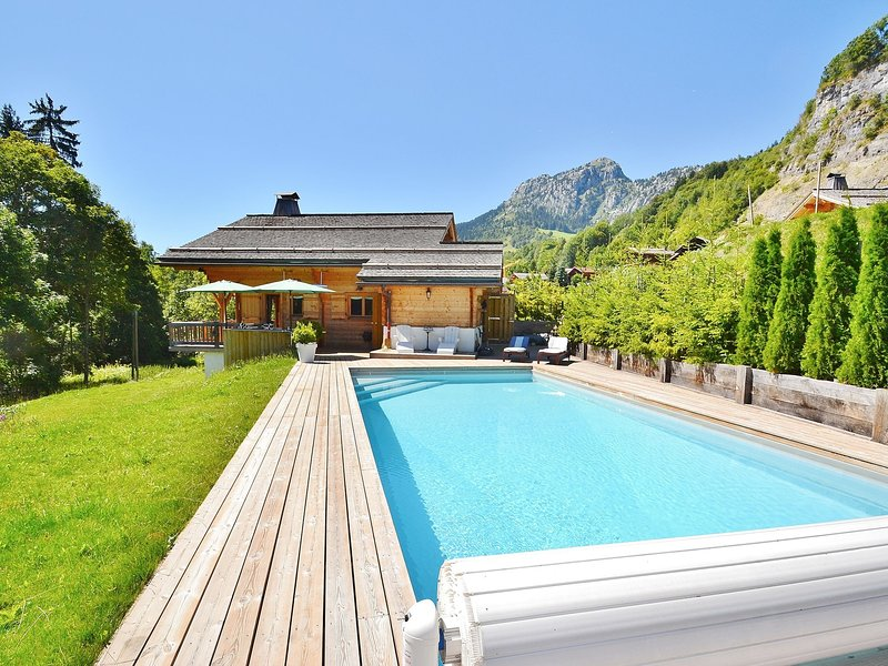 Luxurious Chalet in Le Chinaillon with Sauna, alquiler de vacaciones en Le Grand-Bornand