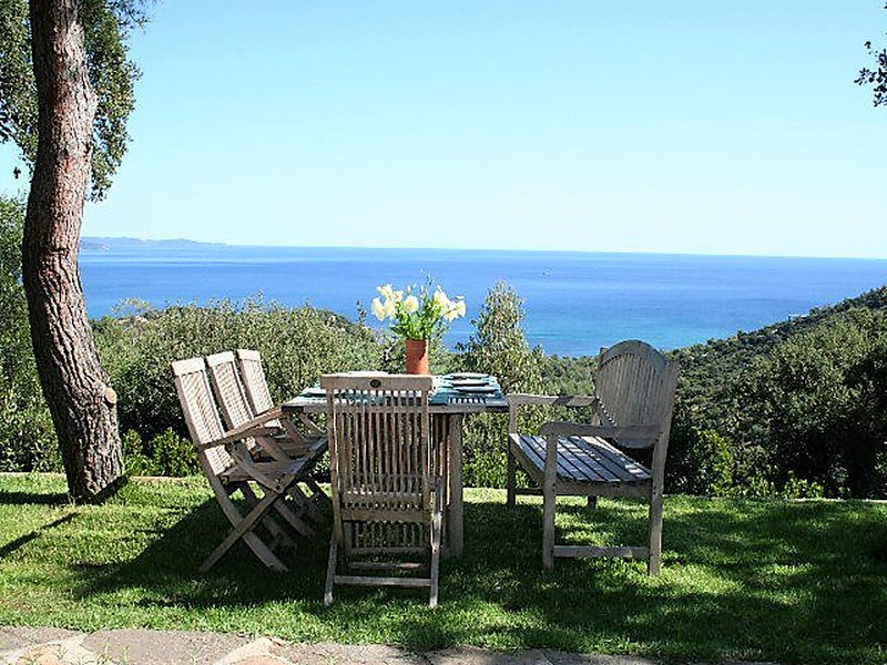 Experience between unspoilt nature and the Côte d'Azur, villa with amazing view, vacation rental in Cap Benat