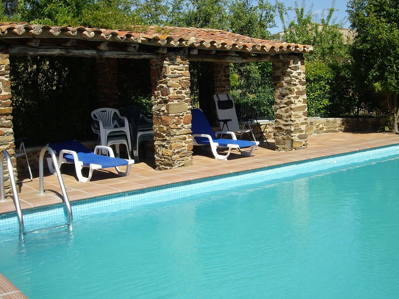Cozy Farmhouse in Valencia de Alcántara with Pool, alquiler vacacional en Portalegre