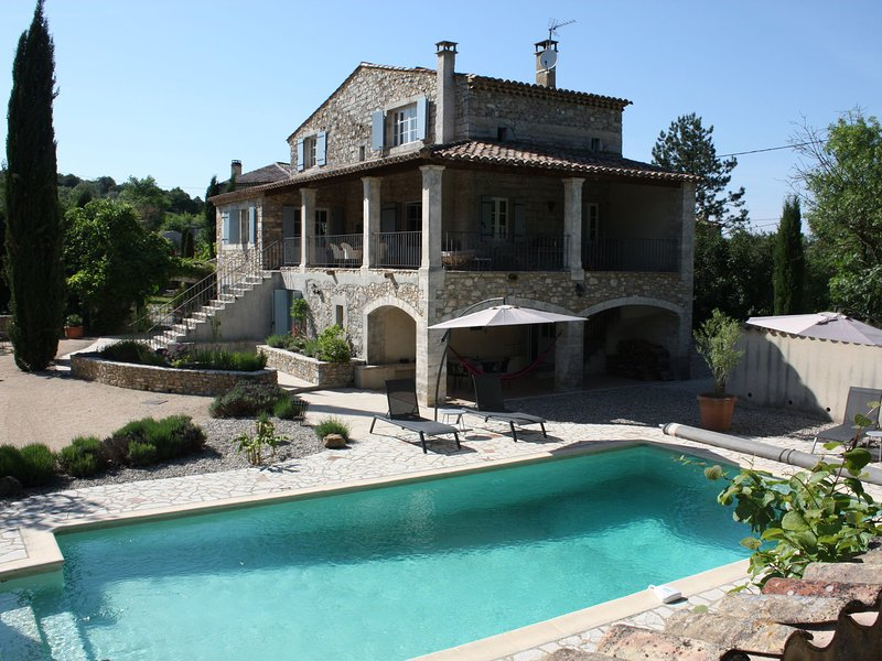 Alluring Cottage with large pool in Saint-André-de-Cruzières, holiday rental in Courry