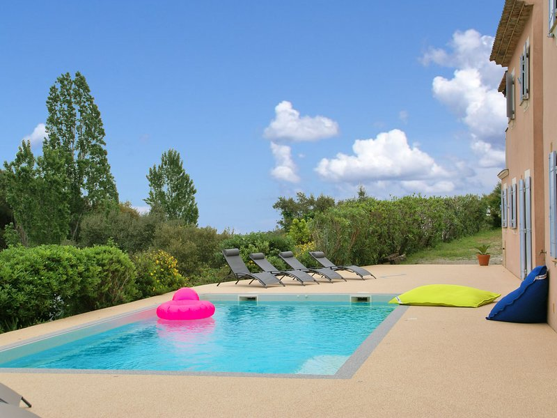 Luxury Villa with Private Pool near Sea in Var, holiday rental in Cavalaire-Sur-Mer