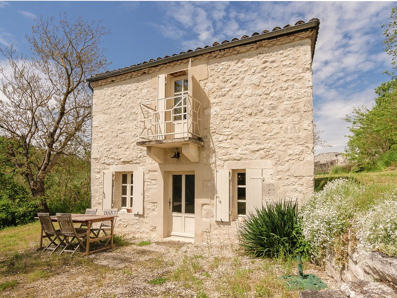 Lovely Cottage with Private Pool in Tournon-d'Agenais, location de vacances à Thézac