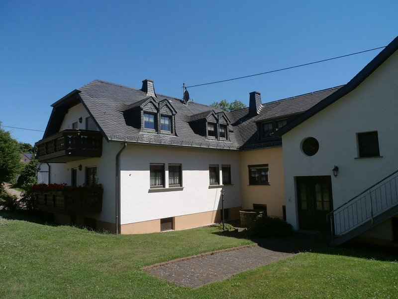 A holiday home in a quiet area with various facilities in a splendid region., holiday rental in Irrhausen
