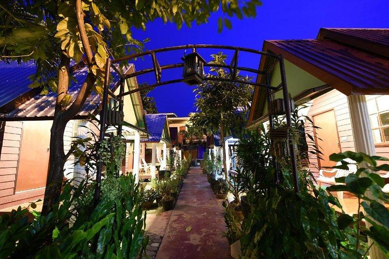 Phiphi Twinpalm Bungalow, holiday rental in Ko Jum
