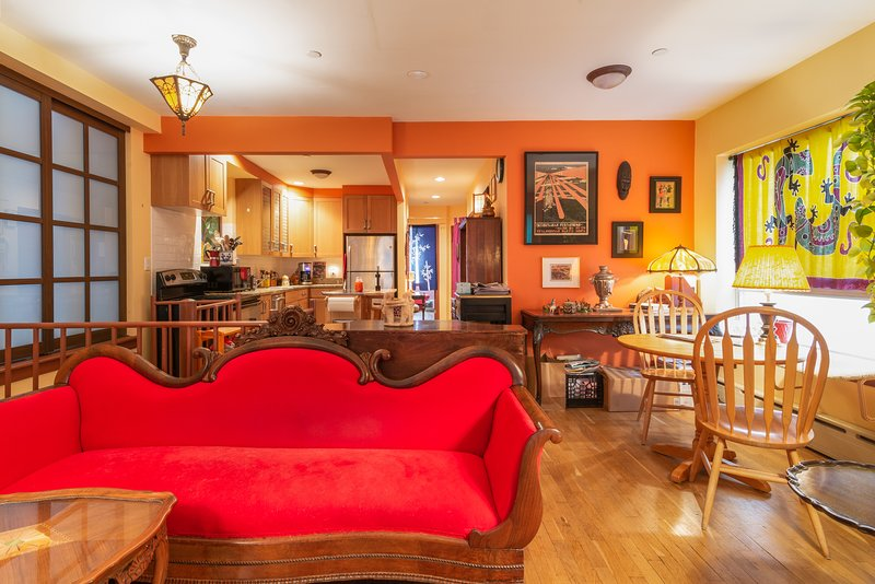 Lovely Duplex with Private Garden in the heart of the East Village, vakantiewoning in New York