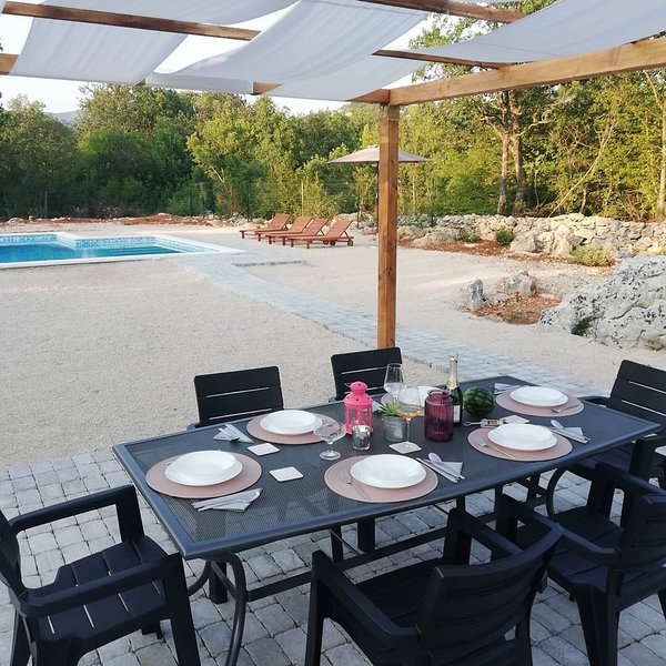 Bonaventura - Countryside Villa near Split with Private Pool, vacation rental in Donje Ogorje
