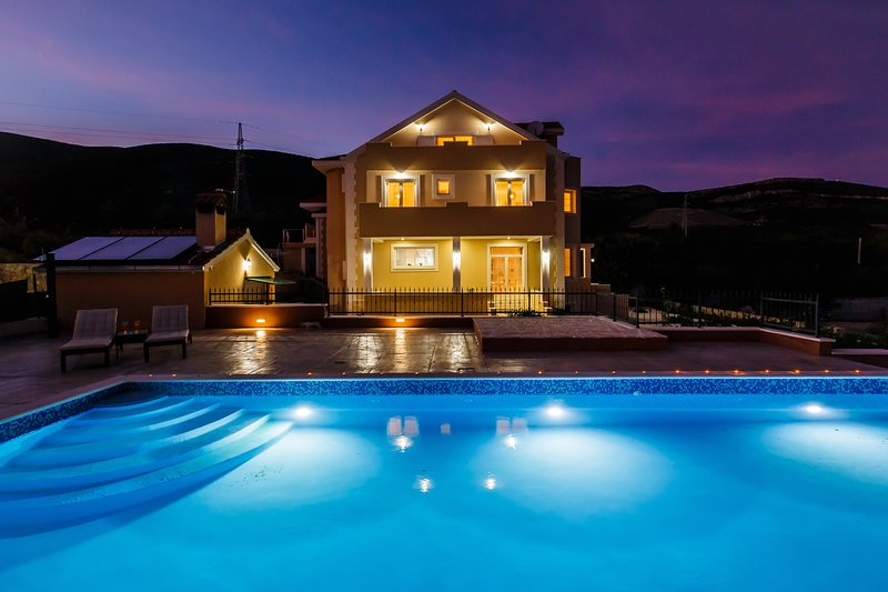 Newly built Villa with Large  private pool all bedroom with private shower room, holiday rental in Kastela