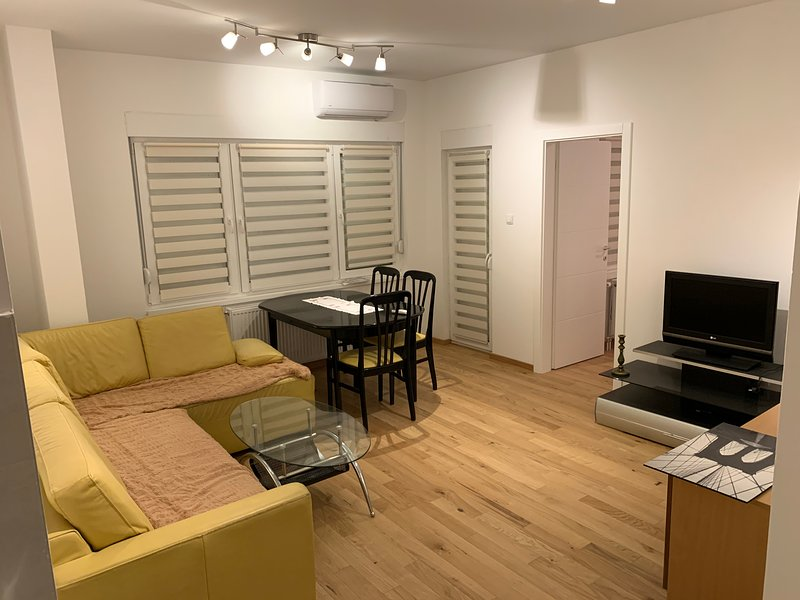 Cozy Family Friendly Apartment in Banja Luka w/private garage, holiday rental in Banja Luka