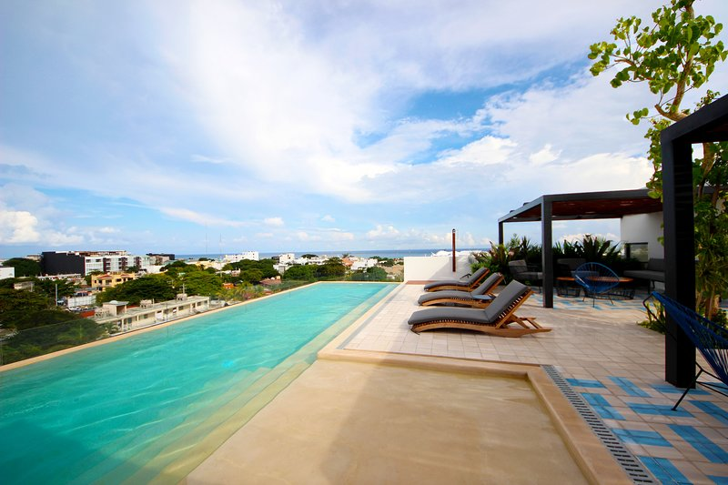 This incredible rooftop with pool and sea view lets you relax in a beautiful way