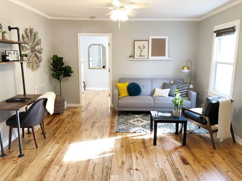 ★Modern & Historic 1BD Home★Close to Airport, holiday rental in Greer